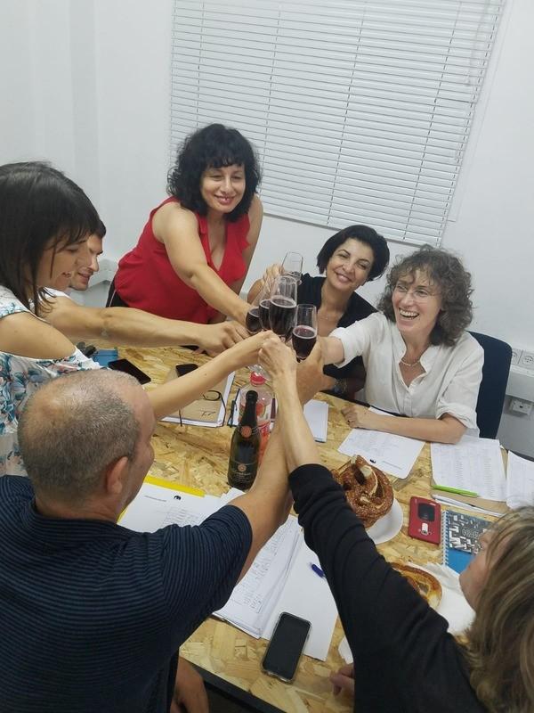 לימוד אנגלית מדוברת בקבוצה - אפשר גם לבד מהבית